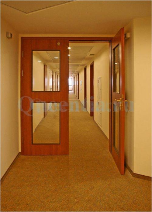 Дверь в коридоре
