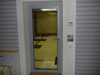 Стеклянная противопожарная дверь на лестничную площадку